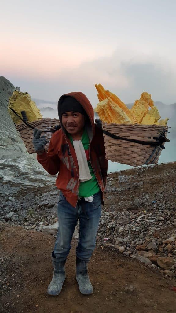 Indonesia, Vulcano Ijen, Minatore