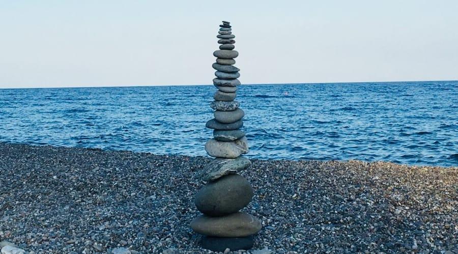 Equilibrio interiore: come trovarlo con lo Stone Balancing