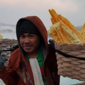 Indonesia, Vulcano Ijen: tra Minatori e Fiamme Blu