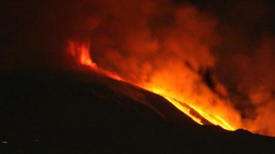 Etna in Eruzione: lacrime di fuoco per Catania