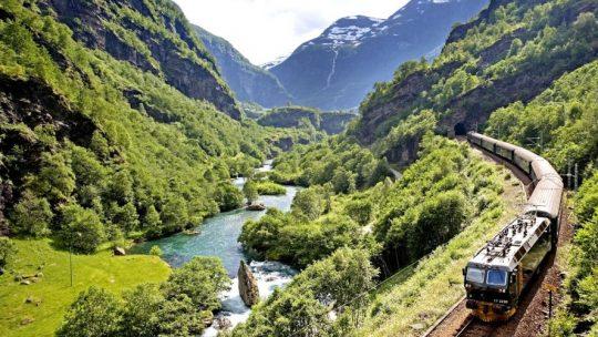 Viaggi in treno: i 10 itinerari più belli al mondo